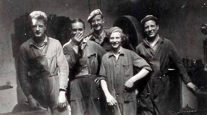 Mr B. Duyster als jonge jongen (2e van rechts)